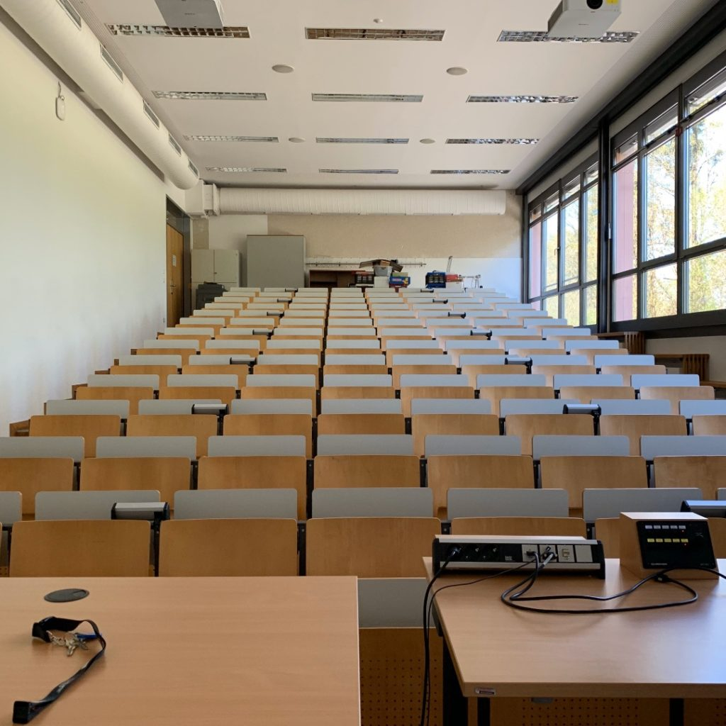 Sommersemester 2020. Ein leerer Hörsaal in der Corona-Krise.
